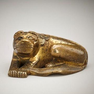 鎏金卧犬兽雕